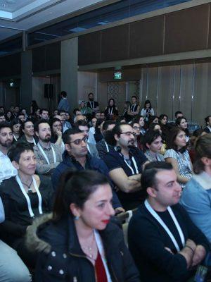 8.crowd4
